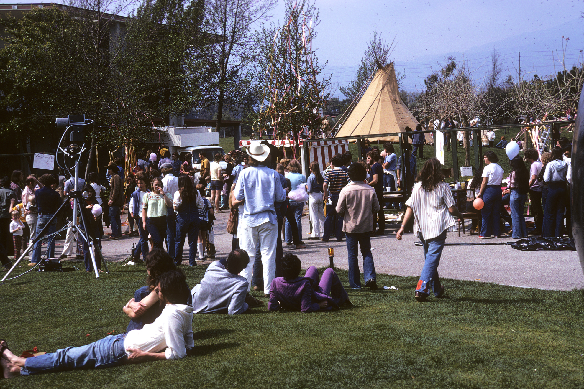 Kohoutek 1975 - The crowd relaxes on the grass in front of McConnell Center.