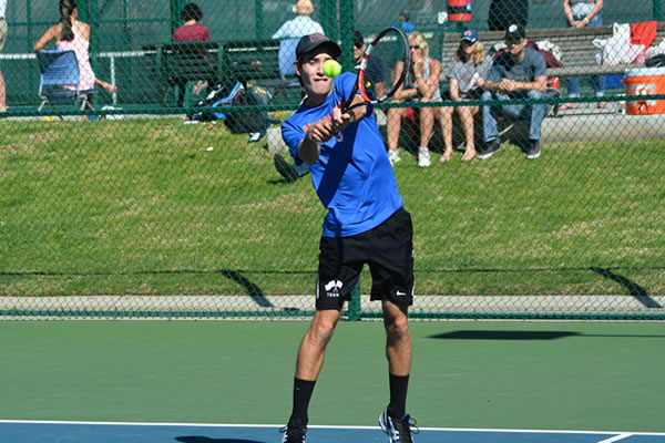 Jacob Yasgoor '17 and Men's Tennis Rack up Wins at the Stag-Hen Invitational