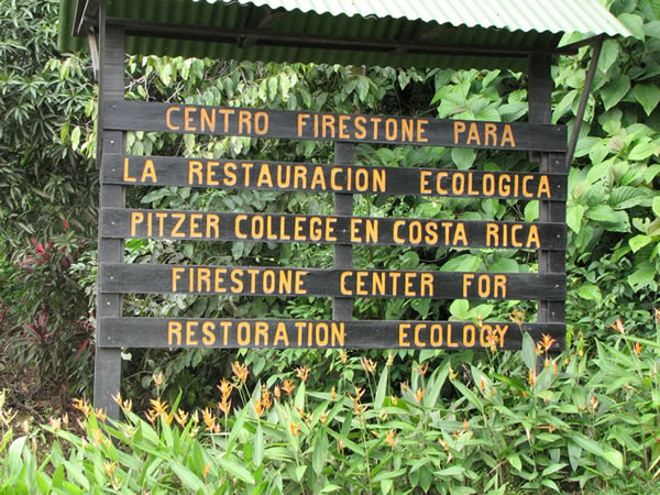 Firestone Center sign, Pitzer College en Costa Rica